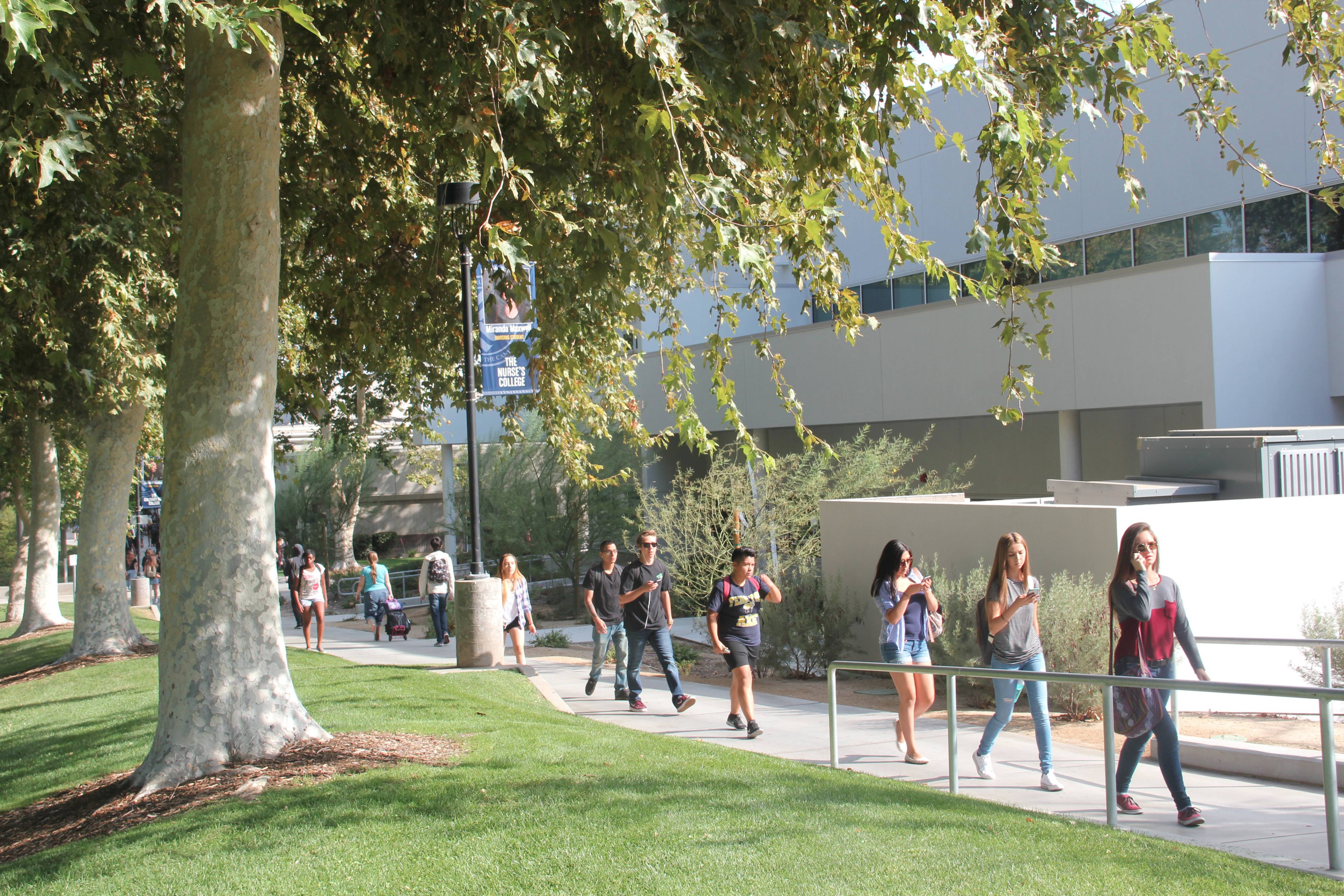 Students walking on the Valencia campus